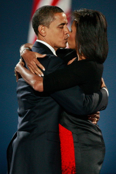 barack-and-michelle-kissing