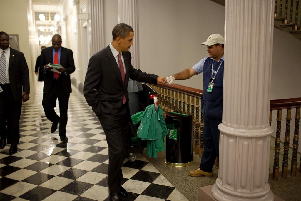 Obamajanitorfistbump