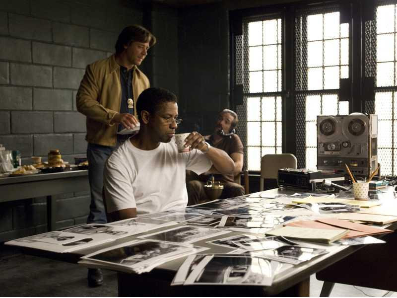 denzel-washington-frank-lucas-and-russell-crowe-detective-richie-roberts_800x600_20483