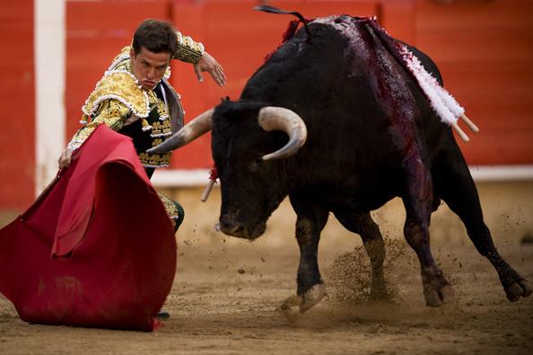 Julian+Lopez+El+Juli+Bullfights+Barcelona+VzDqyu28snIl