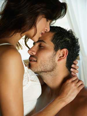 hispanic-couple-hugging-md