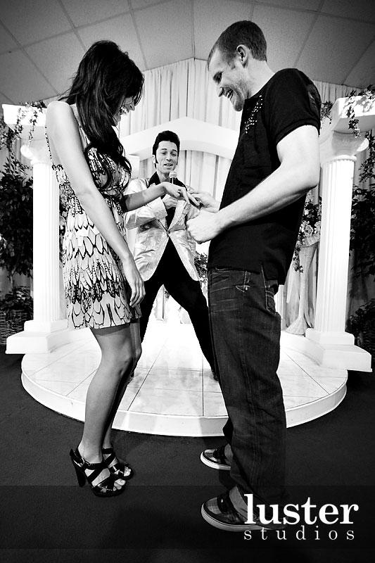 ring-exchange-vegas-wedding