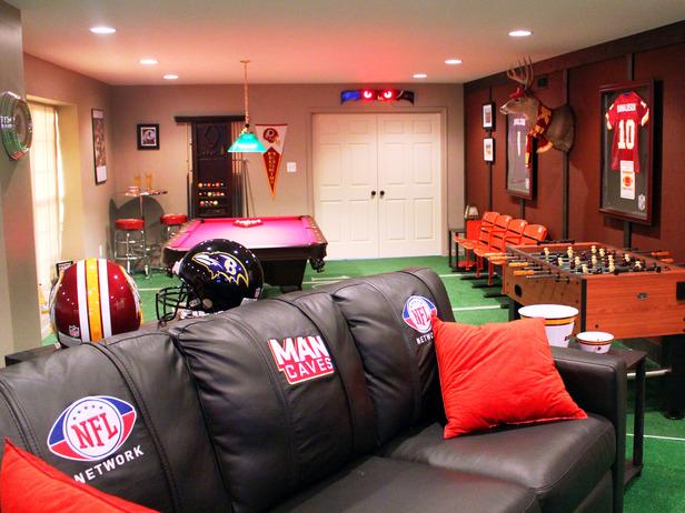 DMCFS10_Man-Caves-NFL-Sofa_s4x3_lg